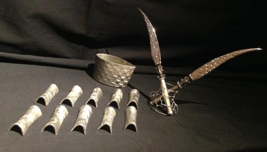 錫製の箸置きとペーパーナイフ